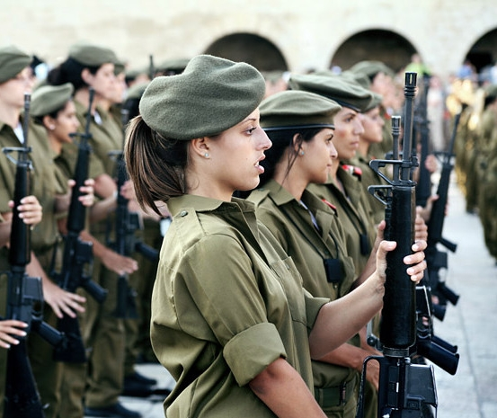 Female-Recruits-In-The-Israeli-Army-e1406313947857