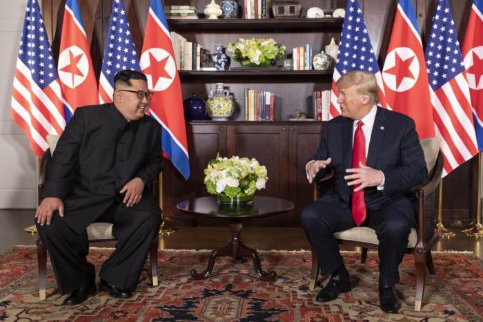 Trump-Kim_meeting_in_Capella_Hotel_(3)