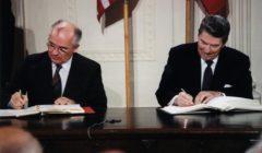 Reagan_and_Gorbachev_signingINF Treaty