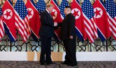Trump_shaking_hands_with_Kim_in_Hanoi_Summit