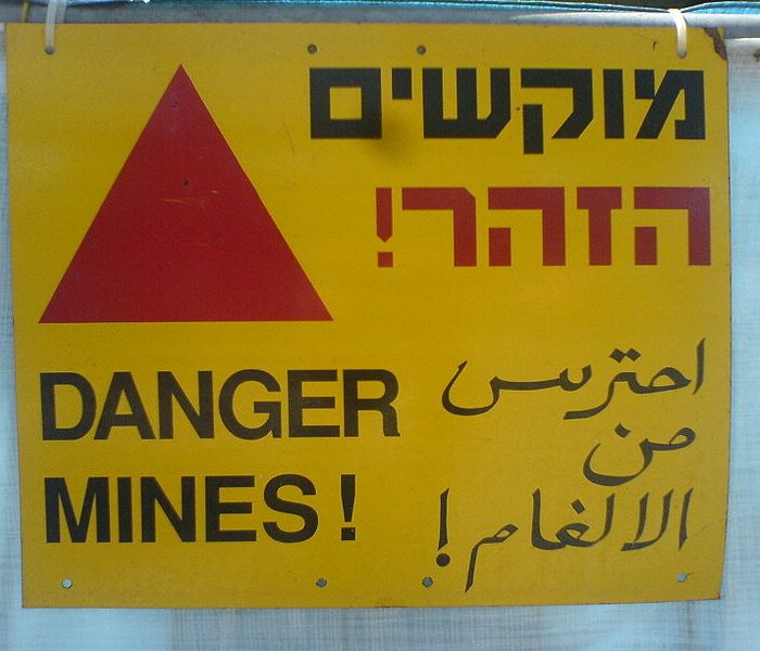 800px-Multilingual_landmine_warning_sign